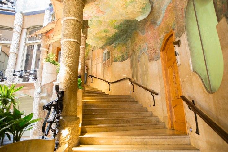 casa_batllo_staircase_art_nouveau